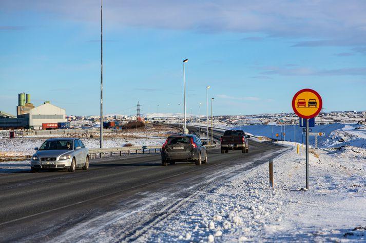 Frá Reykjanesbraut við Straumsvík.