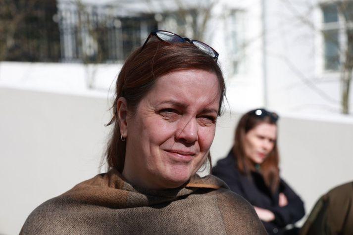 Svandís Svavarsdóttir heilbrigðisráðherra fyrir utan Ráðherrabústaðinn í dag.