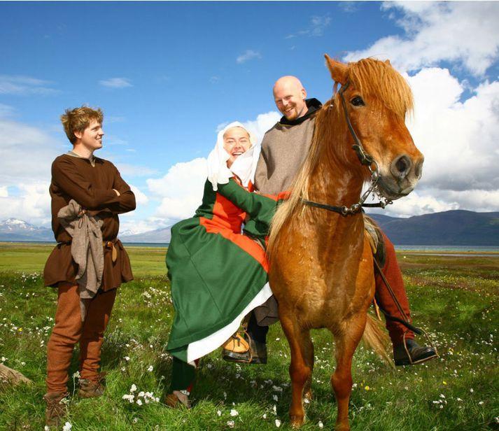 Íslenski hesturinn er ómissandi á Gásastað, bæði að fornu og nýju, en þar verður haldin hátíð með sönnu miðaldasniði