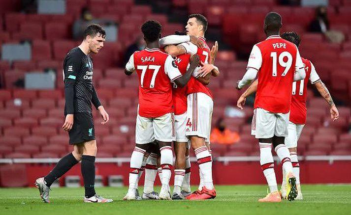 Arsenal-menn fagna síðari markinu í dag.