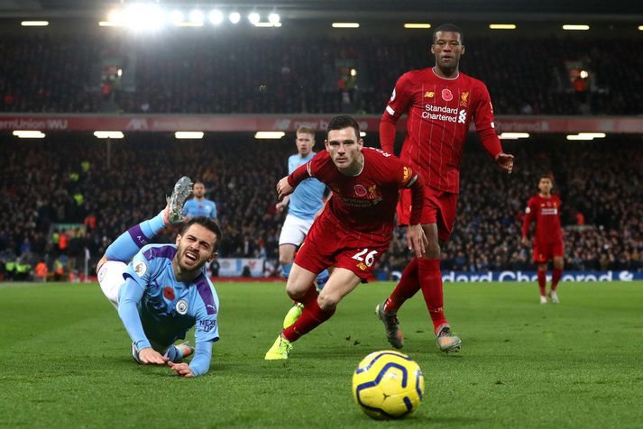 Bernardo Silva hjá Manchester City og Andy Robertson hjá Liverpool í baráttunni í leik liðanna á dögunum.
