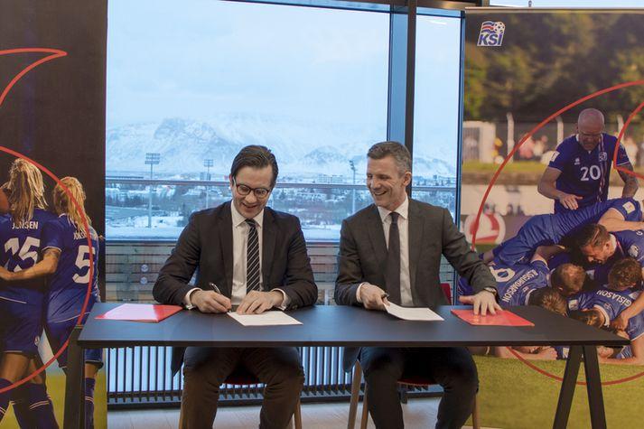 Stefán Sigurðsson, forstjóri Vodafone, og Guðni Bergsson, formaður KSÍ.