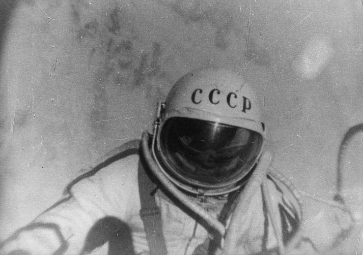 Alexei Leonov fór í geimgönguna í mars 1965.