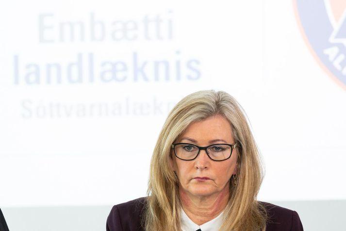 Alma D. Möller segir að það sé til skoðunar að taka upp hraðpróf í meiri mæli, til dæmis fyrir fjölmenna viðburði.