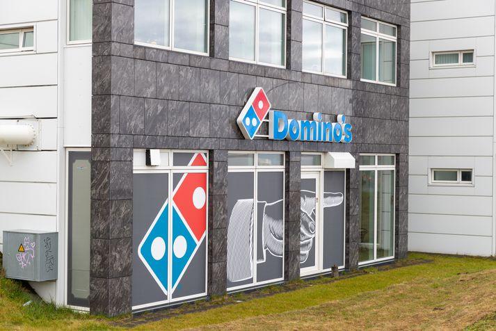 Einn veitingastaða Domino's á Íslandi stendur við Skúlagötu.