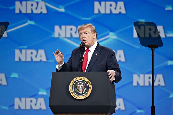 Trump ávarpar hér samkomu Landssambands byssueigenda í Bandaríkjunum, eða NRA.