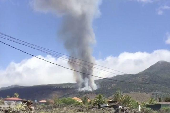 Eldgos er hafið á eyjunni La Palma í Kanaríeyjaklasanum.