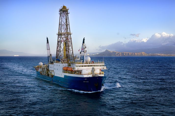 Borskipið Joides Resolution. Skipið er á vegum The International Ocean Discovery Program (IODP) en rekstur þess er kostaður af 23 þátttökuþjóðum.