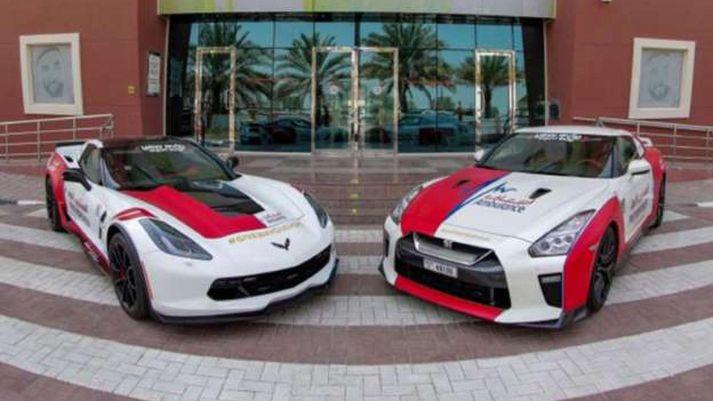 Corvette C7 Grand Sport og Nissan GT-R ættu að vera býsna fljótir á staðinn ef eitthvað kemur upp.