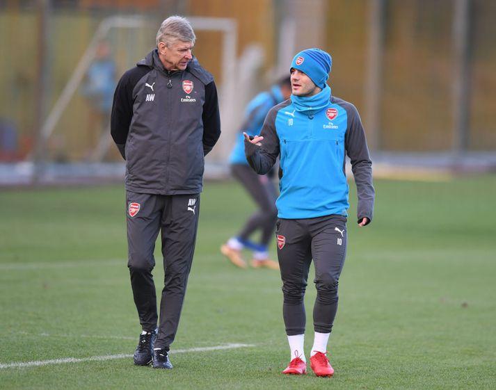 Wenger og Wilshere ræða saman á æfingu Arsenal