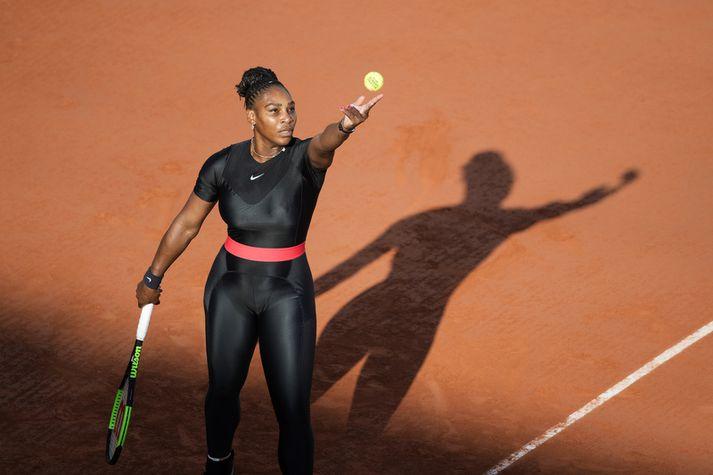 """Serena Williams í """"kattarkonubúningnum"""" sínum."""