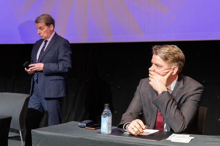 Úlfar Steindórsson, stjórnarformaður Icelandair, og Bogi Nils Bogason, forstjóri Icelandair, á hluthafafundinum í dag.