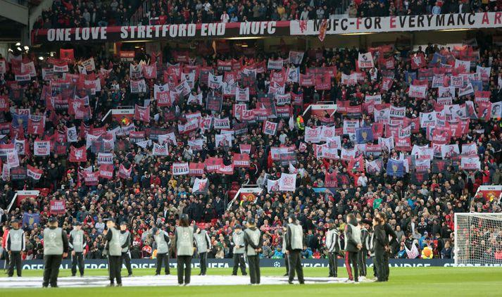 Old Trafford er stærsti félagsliðavöllur á Englandi og því er almennt mestur fjöldi áhorfenda á leikjum Manchester United