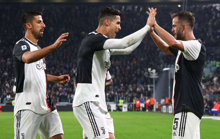 Markaskorar Juventus, og Sami Khedira, fagna marki Pjanic í dag.