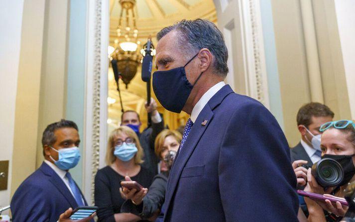 Mitt Romney var talinn einn fárra repúblikana sem gæti lagst gegn því að staðfesta nýjan hæstaréttardómara fyrir kosningar. Hann var eini repúblikaninn sem greiddi atkvæði með því að Trump yrði sakfelldur fyrir embættisbrot í febrúar.