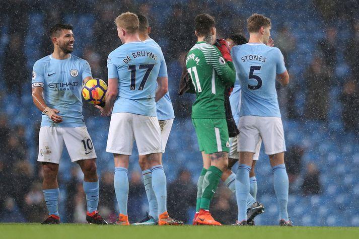 Sergio Aguero hafði ástæðu til að brosa eftir leikinn á móti Leicester.