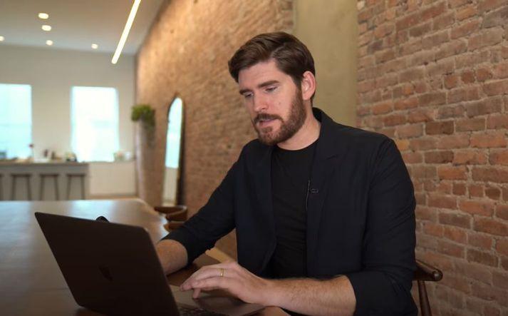 Erik Conover á nokkur myndbönd á YouTube á eru með milljónir áhorfa.