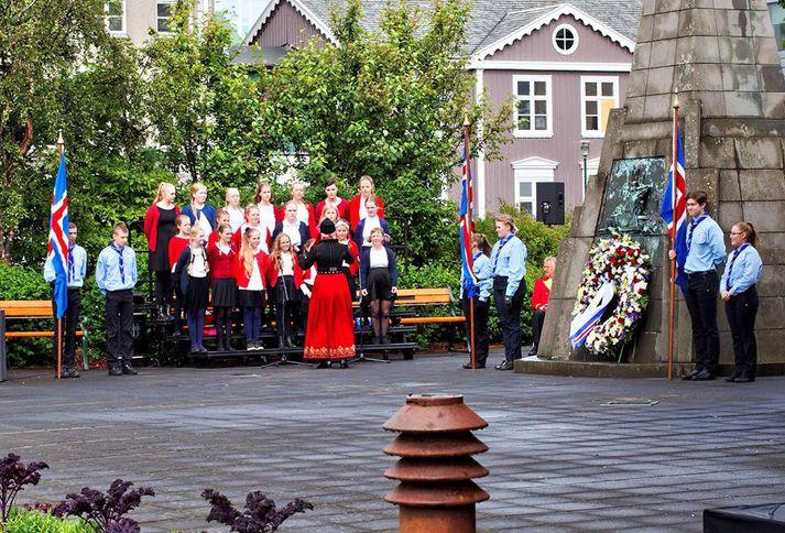 Graduale Future á Austurvelli á 17. júní fyrir tveimur árum, nú mun kórinn syngja í Winnepeg.