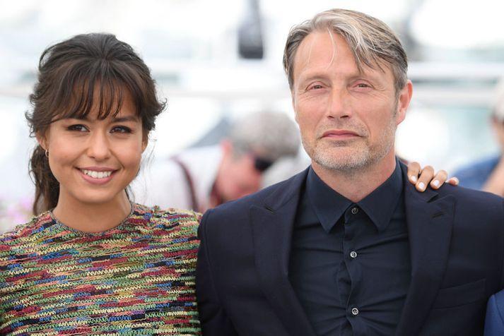 Mads Mikkelsen og María Thelma Smáradóttir á kvikmyndahátíðinni í Cannes.