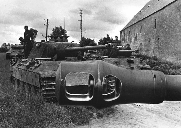 Þýskir Panther-skriðdrekar á vígstöðvunum í Normandí árið 1944.