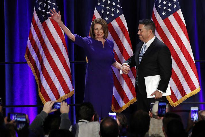 Nancy Pelosi, leiðtogi Demókrataflokksins í fulltrúadeildinni, fagnaði kosningunum.