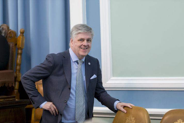 Benedikt Jóhannesson, fjármálaráðherra.