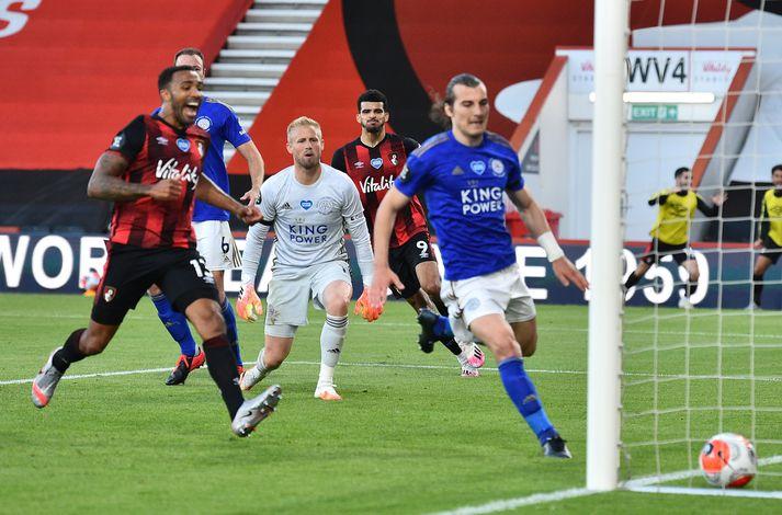 Úr öskunni í eldinn. Staðan fór úr 1-1 í 2-1 fyrir Bournemouth og Leicester varð manni færri á aðeins nokkrum sekúndum.