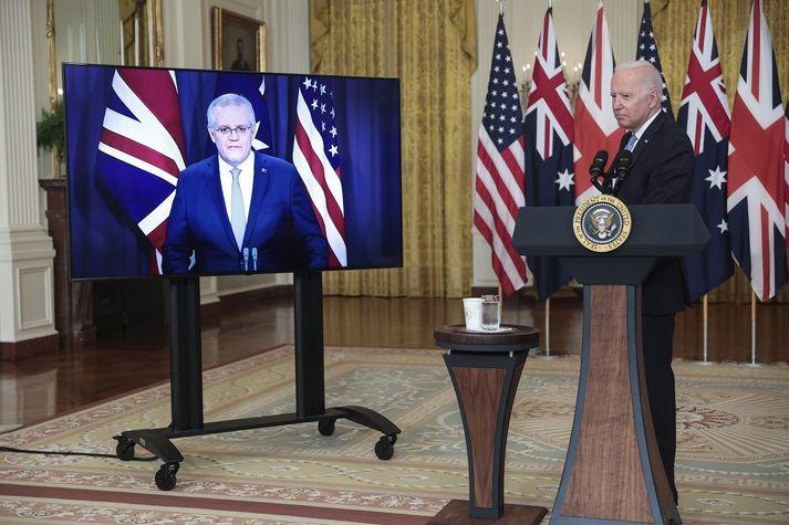 Scott Morrison og Joe Biden þegar samkomulag þeirra og Boris Johnson var opinberað í gær.