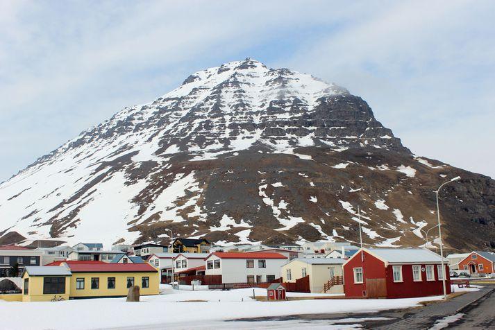 Bolungarvík undir Traðarhyrnu.