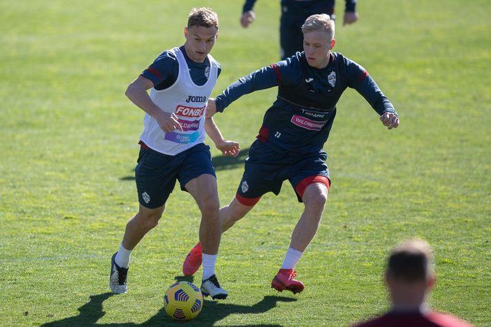 Hörður Björgvin Magnússon til varnar á æfingu CSKA í blíðunni í Campoamor, sem er í nágrenni Alicante á Spáni.