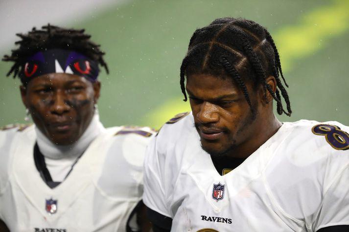 Lamar Jackson er einn af mörgum leikmönnum Baltimore Ravens sem hafa smitast.