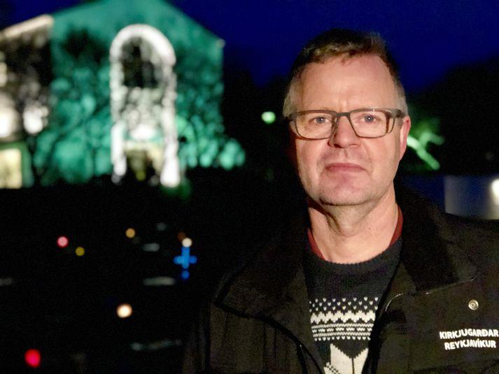 Kári Aðalsteinsson garðyrkjustjóri hjá Kirkjkugörðum Reykjavíkur.