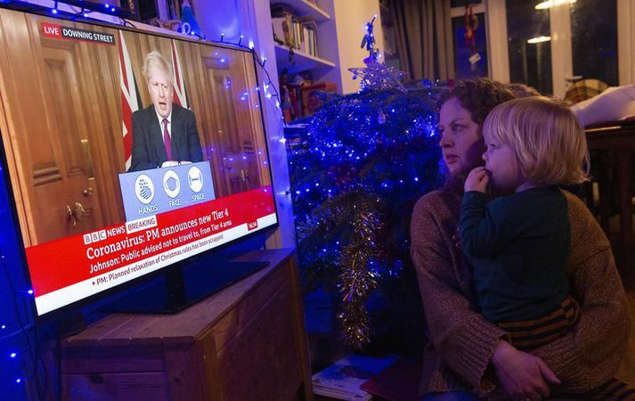 Boris Johnson ávarpar bresku þjóðina.