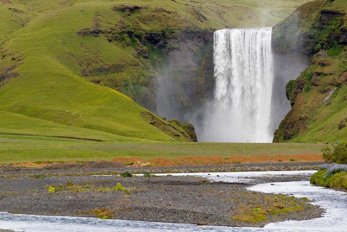 Maðurinn var úrskurðaður látinn á vettvangi við Skógafoss.