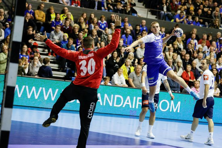 Sigvaldi Guðjónsson í landsleik gegn Grikklandi í Laugardalshöll.