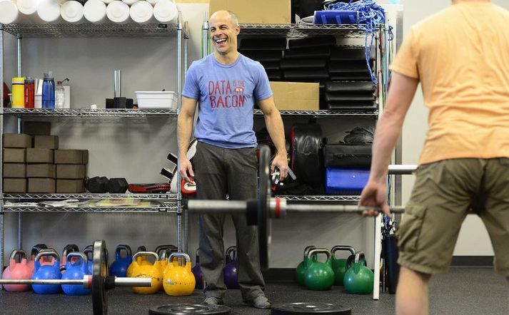 Eric Roza er sjálfur í frábæru formi enda elskar hann CrossFit af líf og sál og gefur ekkert eftir við æfingar.