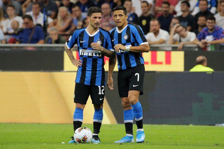 Alexis Sánchez er í láni hjá Internazionale og er hér með Stefano Sensi.