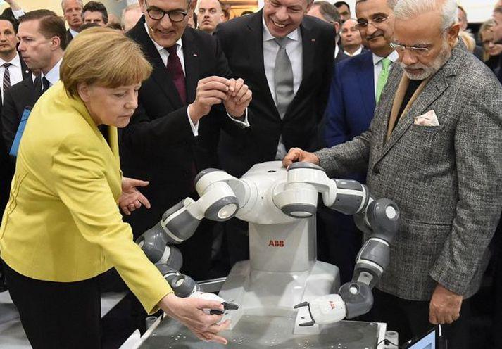 Angela Merkel má gera ráð fyrir því að hlutfallslega fleiri landar hennar muni missa vinnuna heldur en Narendra Modi.