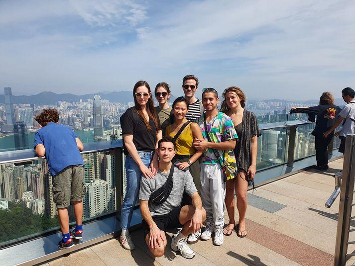 Dansarar á toppi Peak-fjalls í Hong Kong.