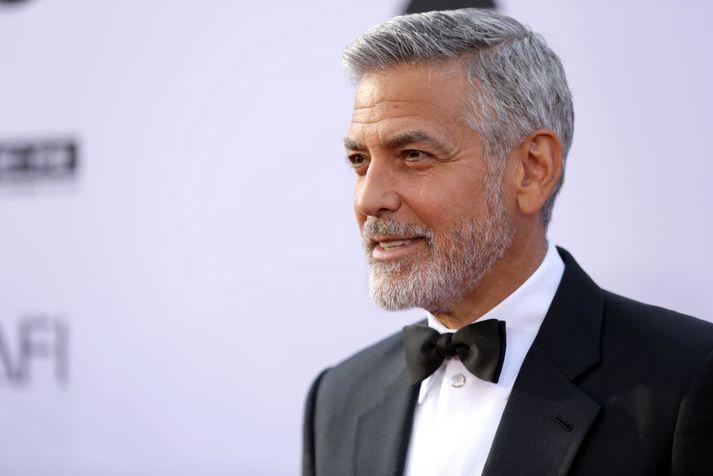 George Clooney var fluttur á sjúkrahús eftir áreksturinn en útskrifaður þaðan samdægurs.