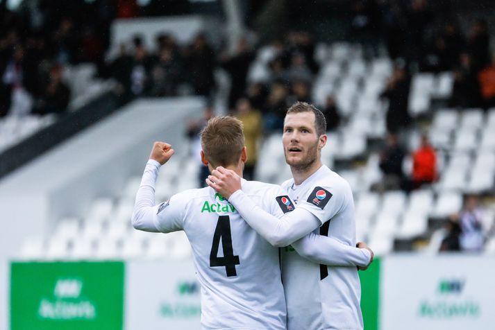 Pétur Viðarsson og Björn Daníel Sverrisson verða í eldlínunni á morgun.