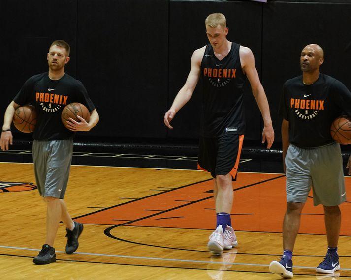 Tryggvi var til skoðunar hjá Phoenix Suns í gær
