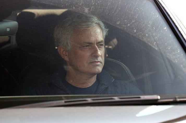 Jose Mourinho í bíl í dag.