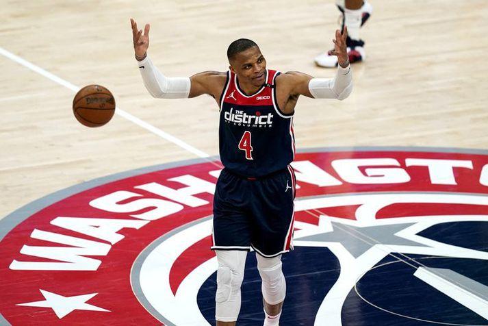 Russell Westbrook skilaði rosalegri þrennu í sigri Washington Wizards í NBA deildinni í nótt.