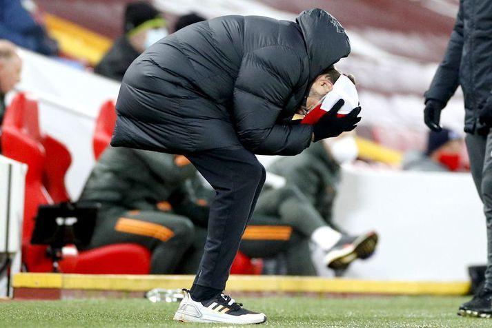 Jürgen Klopp svekkir sig á hliðarlínunni í leik Liverpool á móti Manchester United á Anfield í gær.