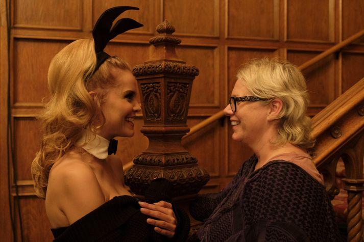 María Birta kom fram í kvikmyndinni í litlu aukahlutverki en hún er hér til vinstri og Heba Þórisdóttir til hægri. Þarna voru þær saman á setti í Playboy-setrinu í Los Angeles.