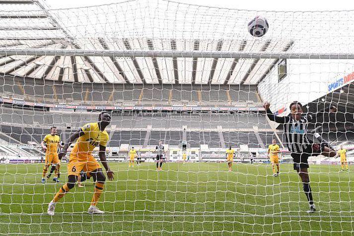 Frá leik Newcastle og Tottenham á tómum St. James' Park í gær.