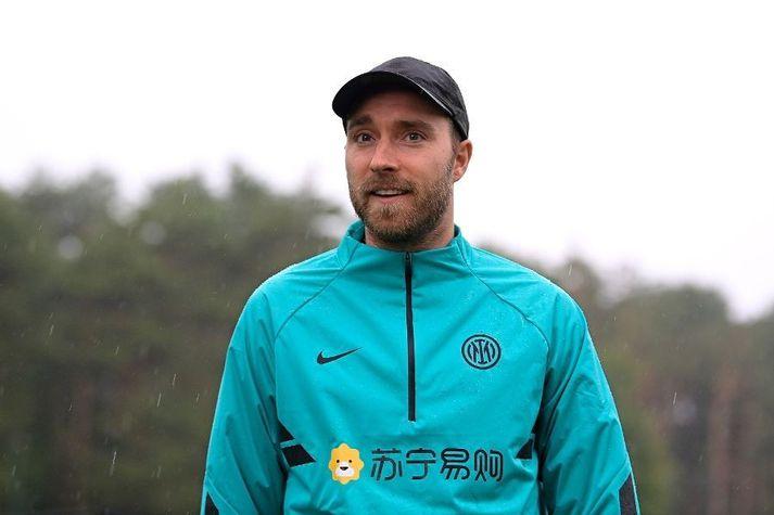 Christian Eriksen sést hér léttur á æfingasvæði Inter.