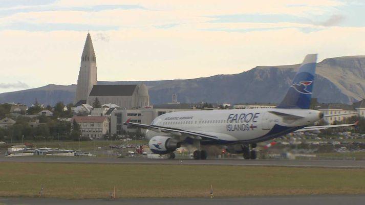 Færeyska Airbus A319-þotan Ingálvur av Reyni að aka í flugtaksstöðu í Reykjavík sumarið 2018.