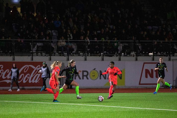 Berglind Björg í fyrri leiknum gegn PSG.